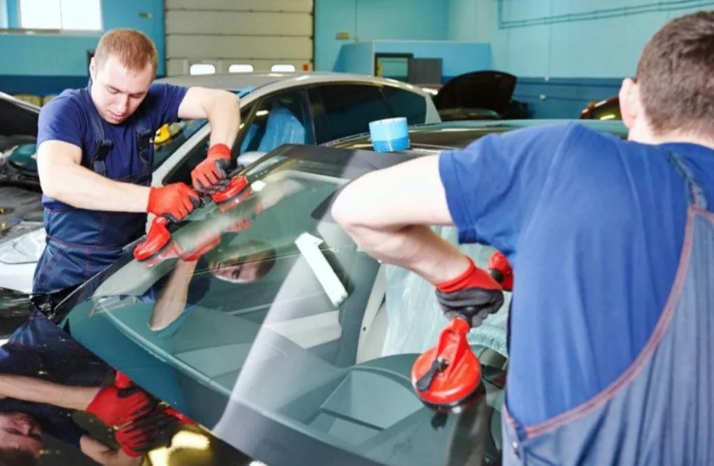 поменять лобовое стекло по каско